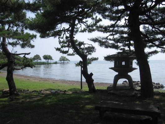 湖岸.jpg